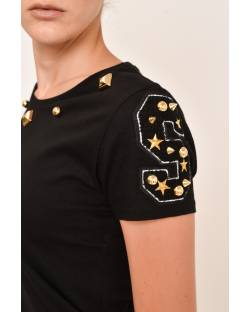 T-SHIRT WITH DECORATED NECKLINE AND PATCH 12CPT504